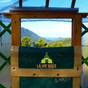 Les portes grilles à mi-hauteur permettent d'optimiser la ventilation.