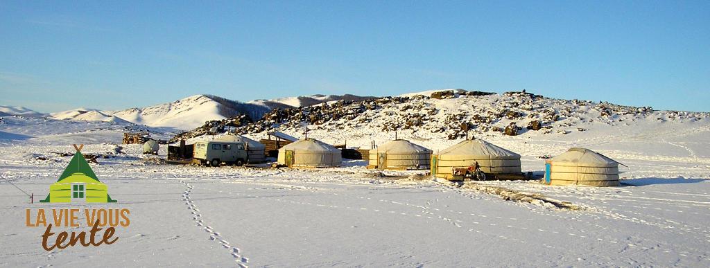 groupe de yourtes en Mongolie