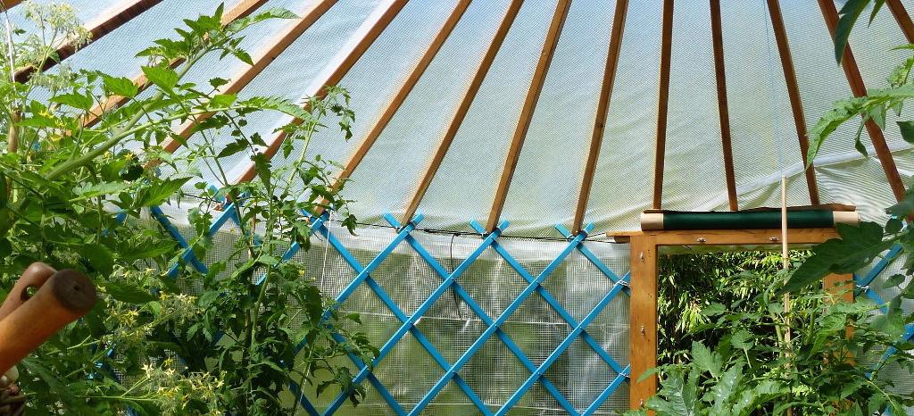 La serre-yourte, le plaisir du jardinage en toutes saisons dans une ambiance conviviale