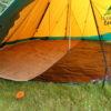 ici, un tapis de coco posé sur le tapis Tentipi floor 15 comfort