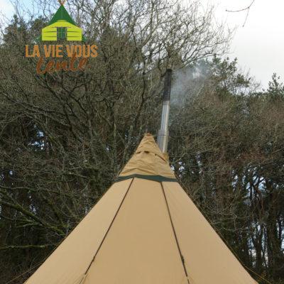l'extincteur d'étincelle à l'extrémité du tube de fumée protège à la fois la toile de tente et les abords de la tente